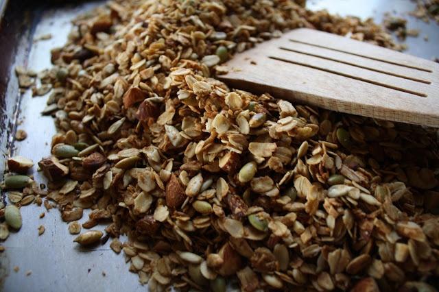 almond & coconut granola mmm   Granola obsessed!   Pinterest