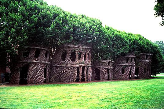 Patrick Dougherty an artist and branchbender extraordinaire crafts human-sized nest houses made by actually weaving growing trees into the shapes of houses, cocoons, pagodas, huts, giant water pitchers and even people, Dougherty has traveled the world with his truly extraordinary sculptures.