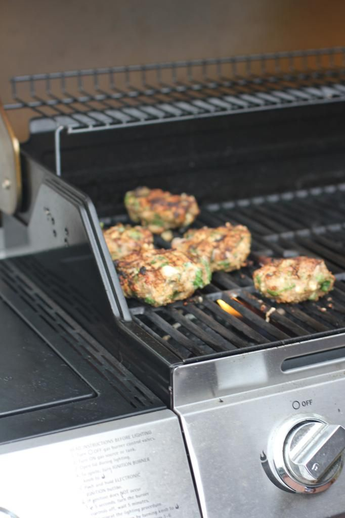 The Chronicles of Ruthie Hart: Spinach and goat cheese turkey burgers