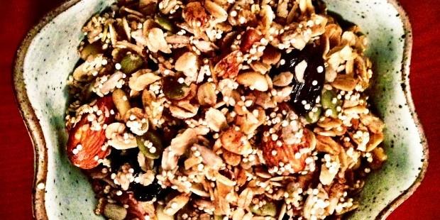 Crunchy Quinoa Granola http://dariasdelishdish.com/