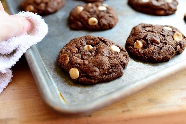 Chocolate Chocolate White Chocolate Chip Cookies- Pioneer Woman