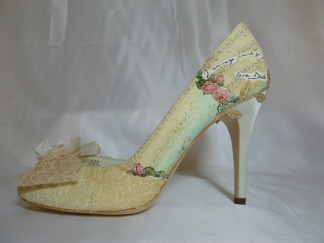 Show me your unusual/bright wedding shoes! - Weddingbee