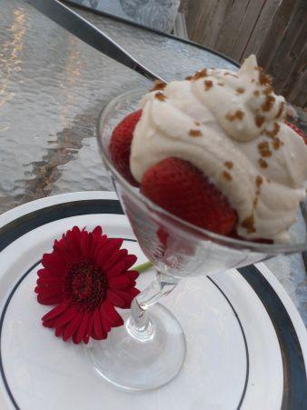 Strawberries Romanoff. Decadent, elegant, easy summer dessert ...