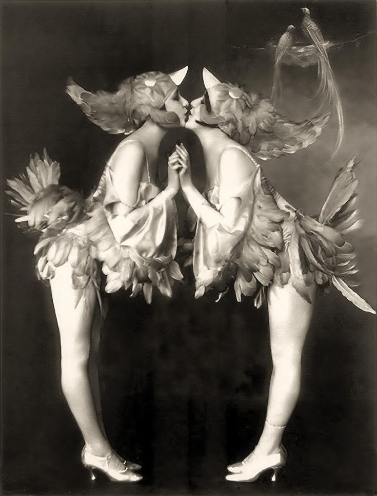 Alfred Cheney Johnston - two Ziegfeld Girls