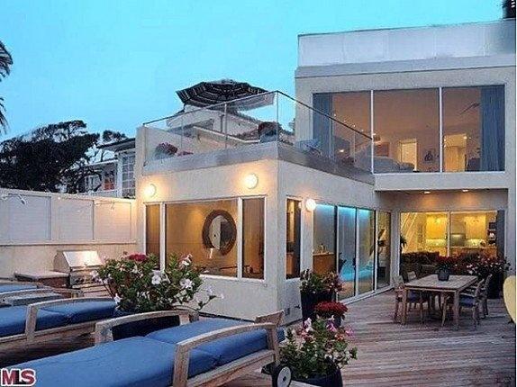 Celebrity Real Estate: Jim Carrey lists, Kenny Rodgers folds 'em (photo credit: Zillow) http://on.msnbc.com/P50yOJ