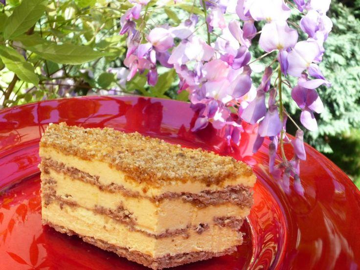 Prajitura cu nuci caramelizate, crema de vanilie si lamaie