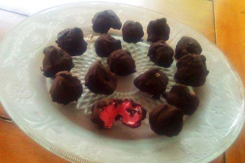 Coconut Oil Chocolate Movie Bon Bons | Coconut Recipes | Pinterest