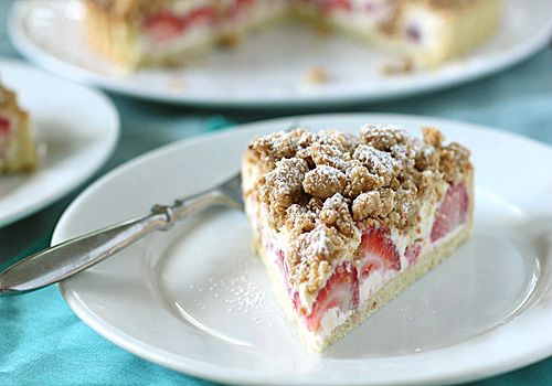strawberry cream cheese crumble tart | Cakes and sewing | Pinterest