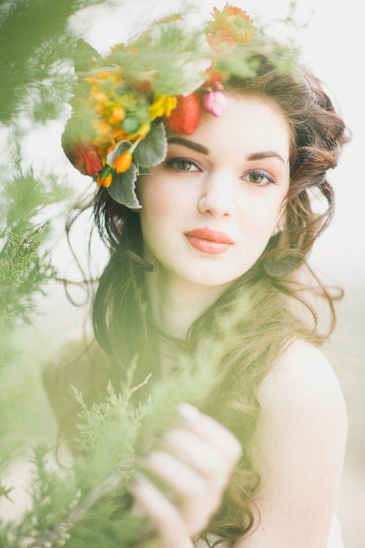 flower in her hair - photo #8