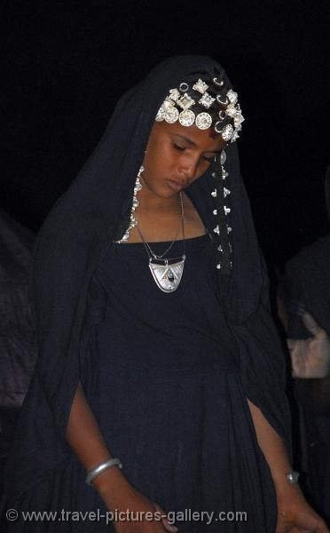 Africa | Tuareg girl. Timbuktu, Mali | ©Willem Proos