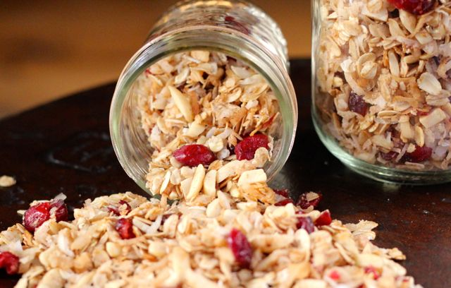 Cranberry, Almond and Cinnamon Granola | snacks | Pinterest