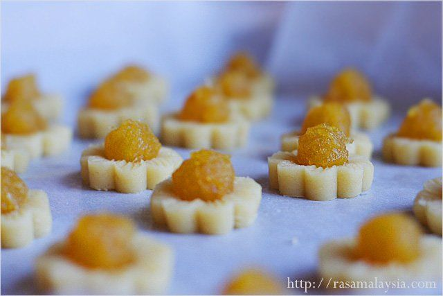 Pineapple Tarts | Pineapple Tarts Recipe | Easy Asian Recipes at ...
