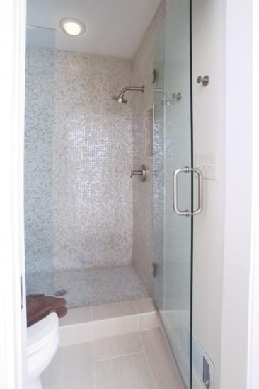 Epoxy Muurverf Badkamer ~ lichte tegels met mooie mozaik tegels  Badkamer  Pinterest