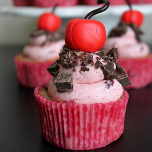 Cherry chocolate cupcakes | Food | Pinterest