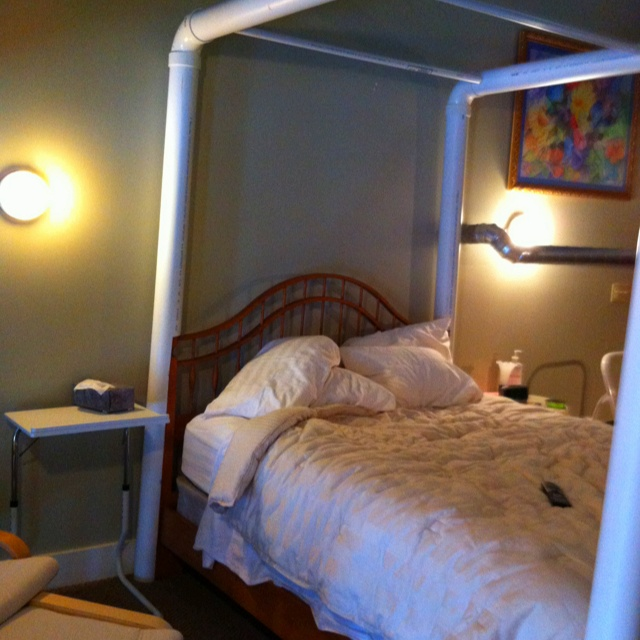 How to make a canopy bed out of pvc pipe canopy bed for Making a canopy bed frame