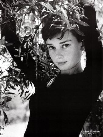 Audrey Hepburn short hair perfection!