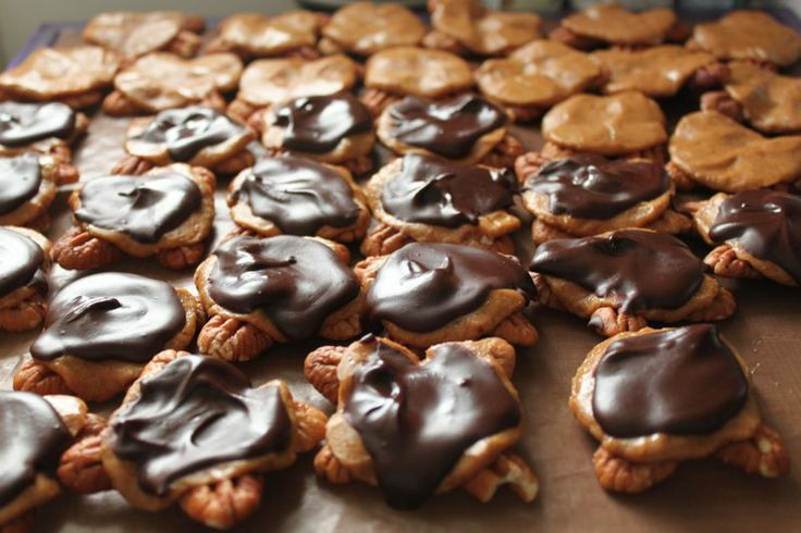 Chocolate covered pecan turtles! Raw, vegan, no sugar, WTF?!?! MUST ...