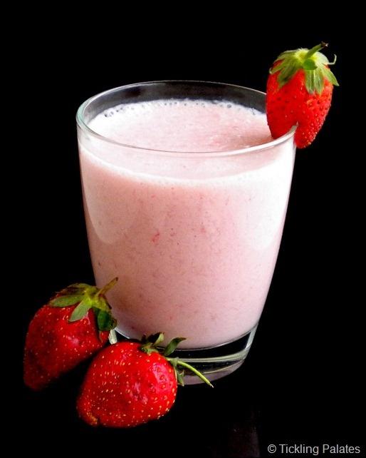 Coconut Strawberry Banana Smoothie | Tickling Palates