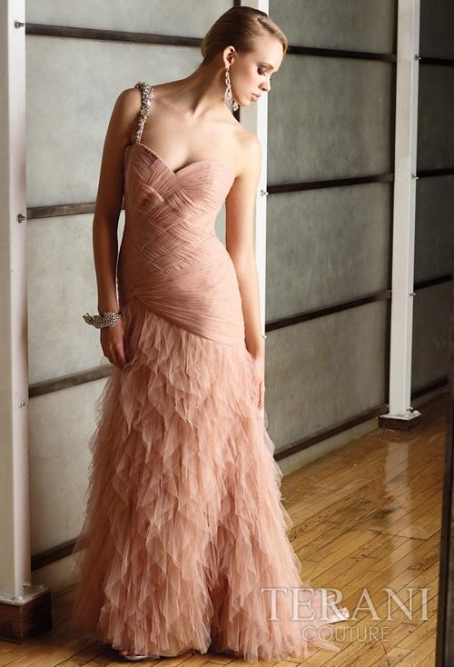 Terani - So beautiful! Would make a lovely wedding dress.