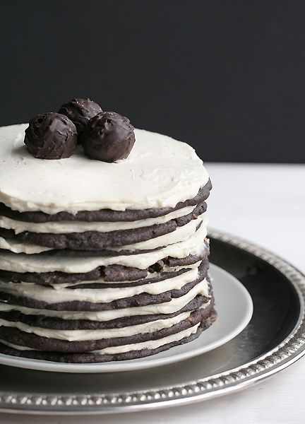 http://chocolateguru.tumblr.com/post/50753765487/giant-cake-with-chocolate-cookies-and-baileys