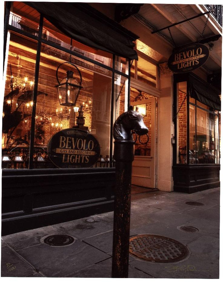 bevolo in new orleans they have fabulous gas light lanterns. Black Bedroom Furniture Sets. Home Design Ideas