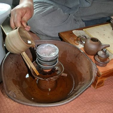 Park Jong Il, really makes intuitive teaware!  Here he's using his unique tea basin to wash a set of cups.  I have a set JUST like this (my cups are a bit different though.  Park Jong Il is one of, if not my favorite Korean teaware potter!