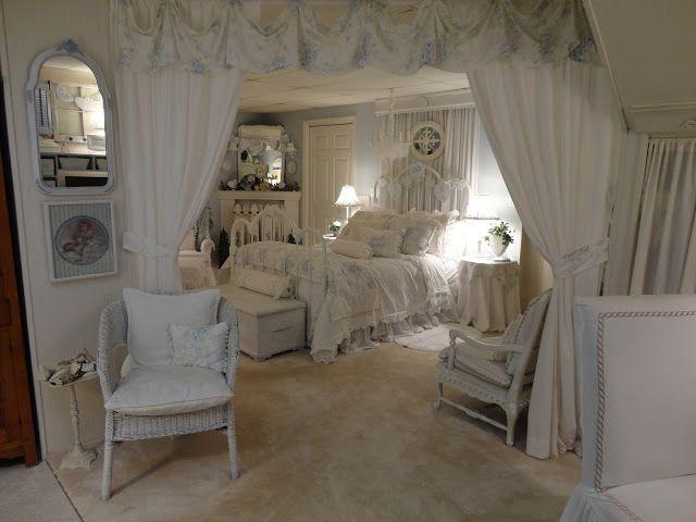 applique camera da letto shabby : Shabby chic home decor home tour - Debbiedoos