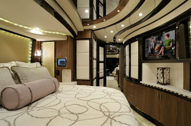 Liberty coach bedroom interior luxury motor homes for Motor coaches with 2 bedrooms