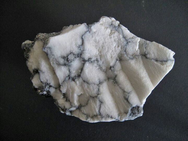 Howlite | Gem stones and minerals | Pinterest