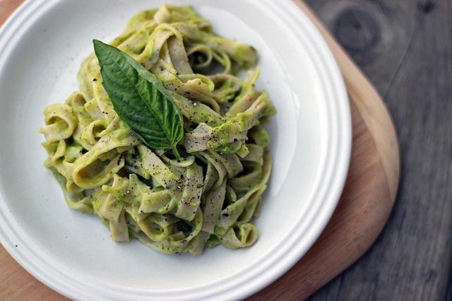 ... here: http://ohsheglows.com/2011/01/31/15-minute-creamy-avocado-pasta