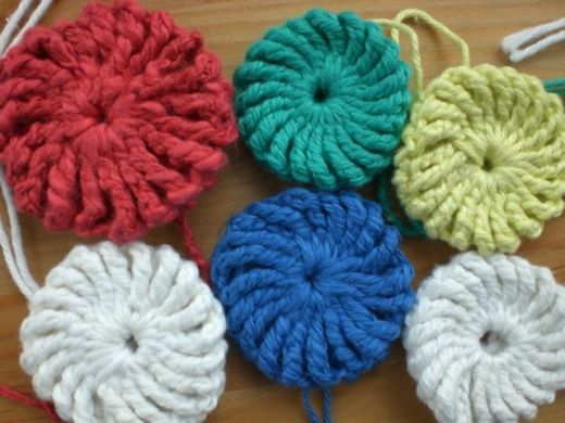 Crochet Yoyos : Crocheted Yo-Yo Puffs (Suffolk Puffs)... http://www.pompomemporium.com ...
