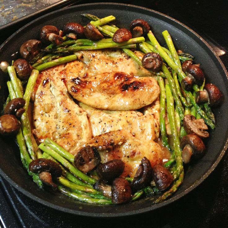 CHICKEN IN LEMON BUTTER SAUCE WITH ROASTED ASPARAGUS & MUSHROOMS