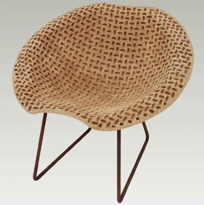 A observação da poltrona Bowl (1951), de Lina Bo Bardi (1914-1992), resultou nesta peça (96 x 80 x 85 cm*), ainda não lançada. Do designer Domingos Tótora