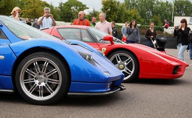 Enzo Ferrari vs Pagani Zonda C12s Which 1 Do U Prefer ?