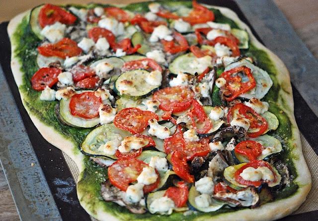 Roasted Veggie Flatbread with Kale Pesto | FOOOOOD | Pinterest