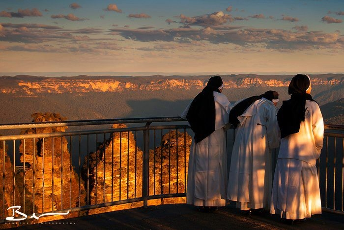 Three sisters admiring the THREE SISTERS mountains Blue mountains - Australia........ha ha