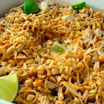 Asian Peanut Noodles... like Pad Tai omg look at the deliciousness