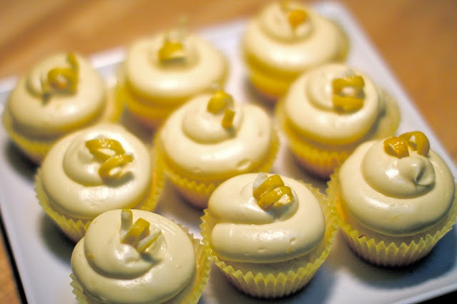 omg I can't stop pinning cupcake recipies lol ....Lemon Cream Cupcakes