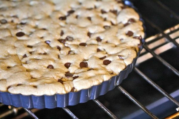 Chocolate Chip Cookie Tart | Snacks , Foods ,and Desserts | Pinterest