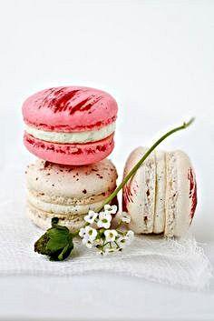 Strawberry and vanilla bean macarons | Strawberry | Pinterest
