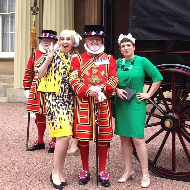 Just chilling outside Buckingham Palace... with this splendid fellow! #MBE