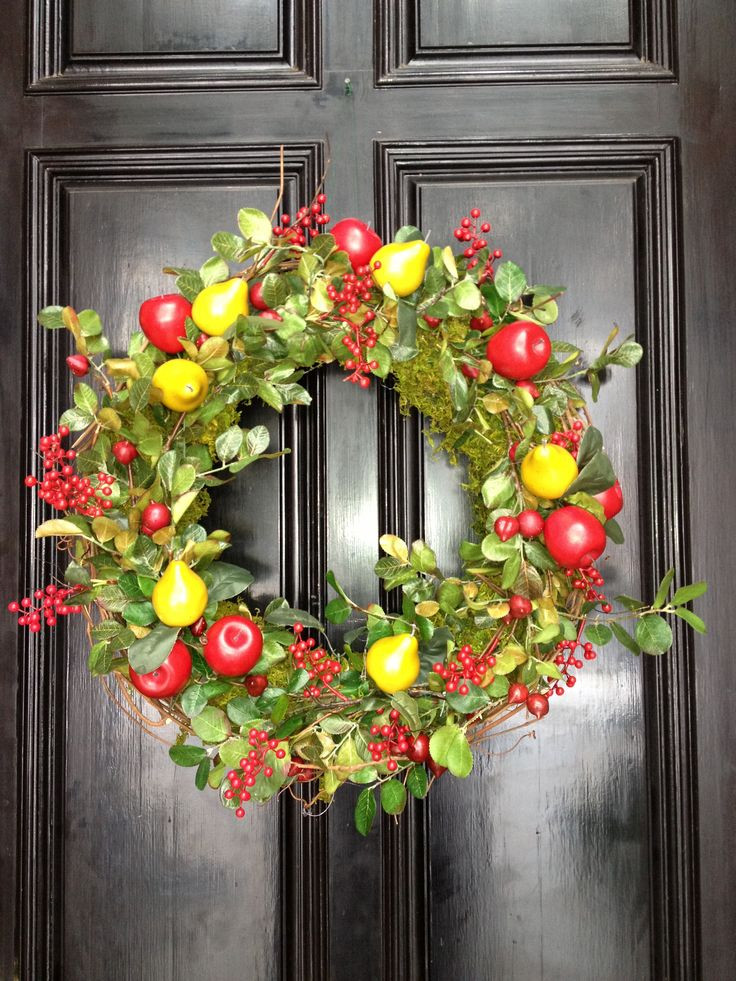 Williamsburg style wreath colonial early american for American style christmas decorations