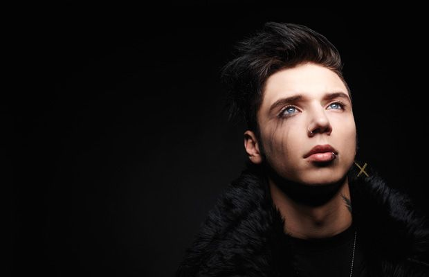 305 Andy Biersack - Alternative Press Andy looks amazing in this    Andy Biersack 2014 Calendar