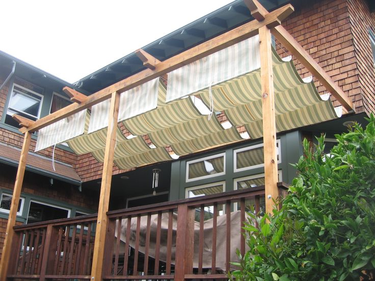 Retractable deck shade