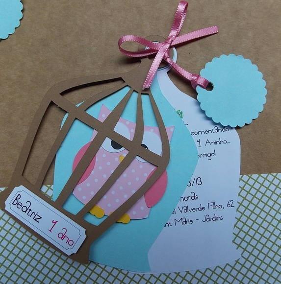Convite ou lembrança de gaiola com corujinha em scrapbook. Produzido com papéis especiais para scrapbook. Solicite variações de cores à vontade. R$ 6,50