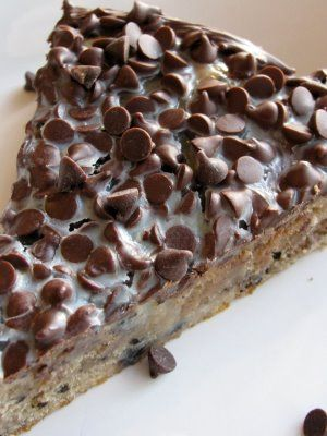 White chocolate oreo brownie pie with chocolate chip topping...