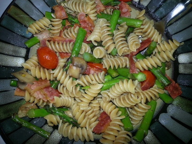 Whole wheat pasta, mushrooms, asparagus, and tomatoes sauted in olive ...