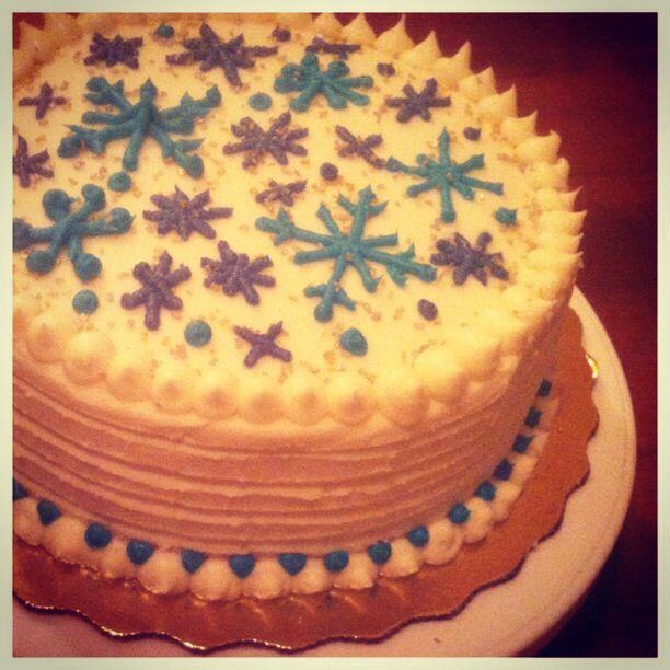 Christmas/Winter Snowflake Cake with Vanilla Buttercream