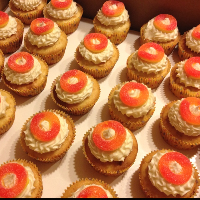Real peach cupcakes with vanilla buttercream frosting with a peach o ...