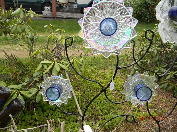Recycled glass flowers garden glass flowers pinterest - Recycled glass for gardens ...